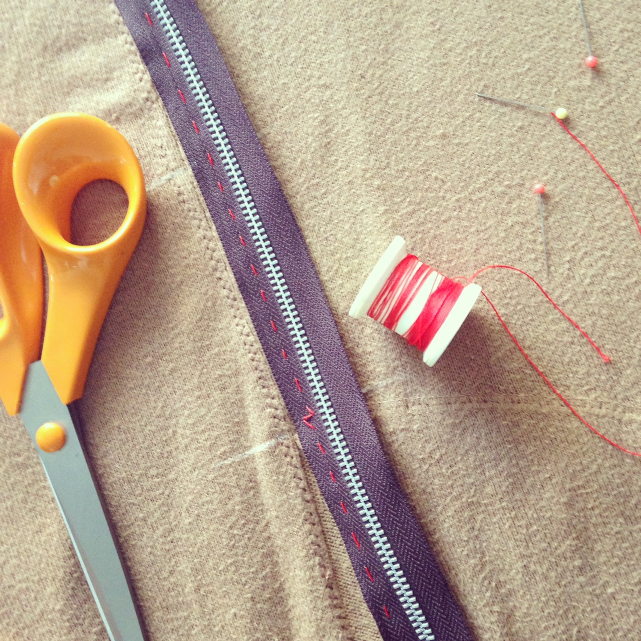 Sewing zip to knitwear