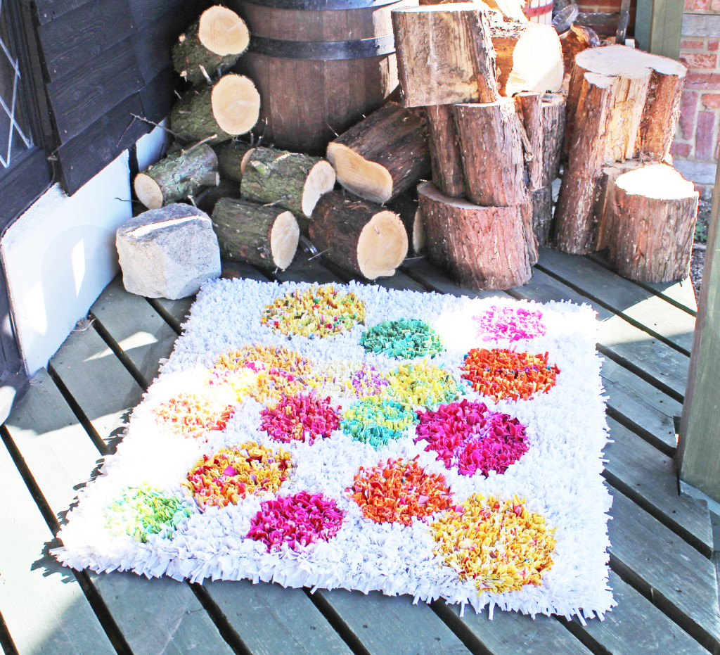 Recycle Your Fabric Scraps With Awesome Rag Rugging
