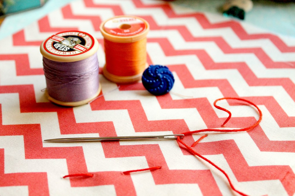 sewing-586206_1920